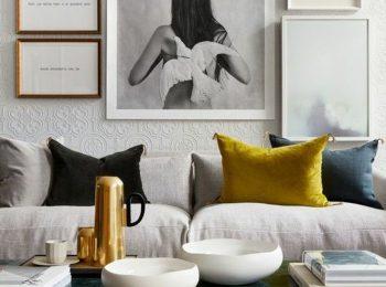 deco-jaune-moutarde-coussin-jaune-dans-un-salon-gris.jpg