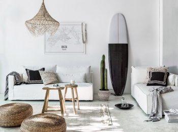 decoration-salon-canape-blanc-surf-noir-blanc.jpg
