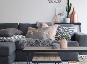 idee-deco-salon-sofa-gris-table-en-bois-et-metal-tapis-gris-pale.jpg