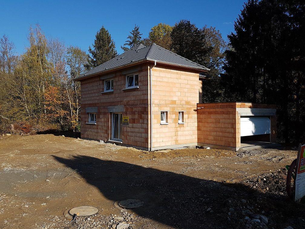 Maison contemporaine 4 pans|Maison 4 pans en cours de construction